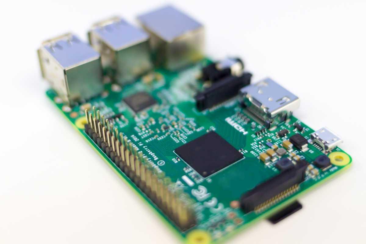 """超小型コンピュータ(Raspberry Pi)で""""Lピカ""""してみた"""
